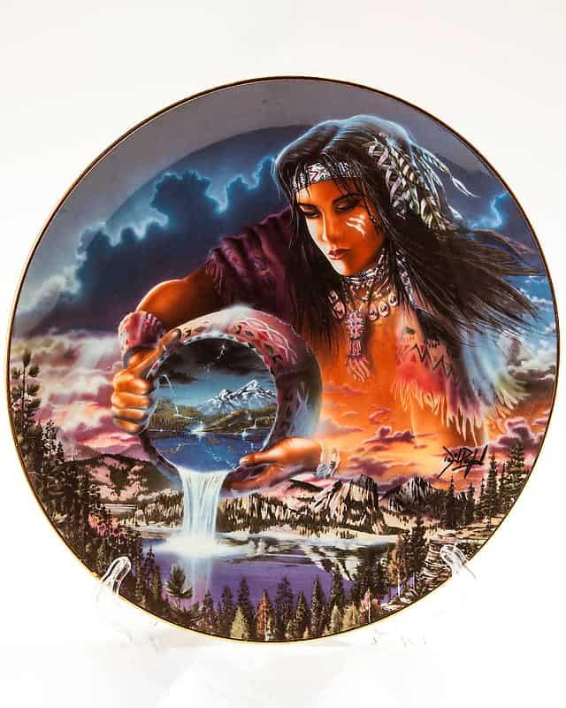 Фарфоровая тарелка «Воды Жизни»