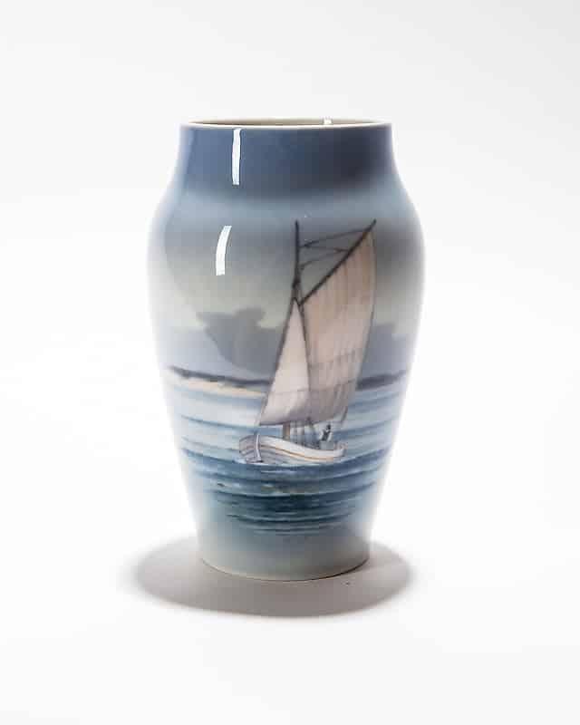 Фарфоровая ваза «Рыбацкая лодка»