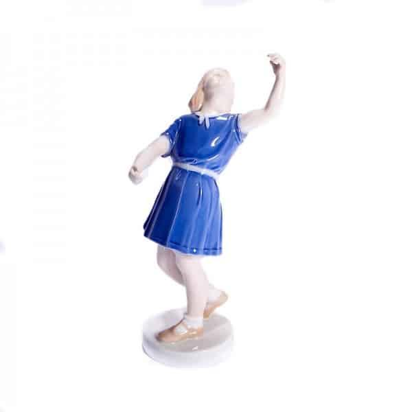 Танцующая девочка