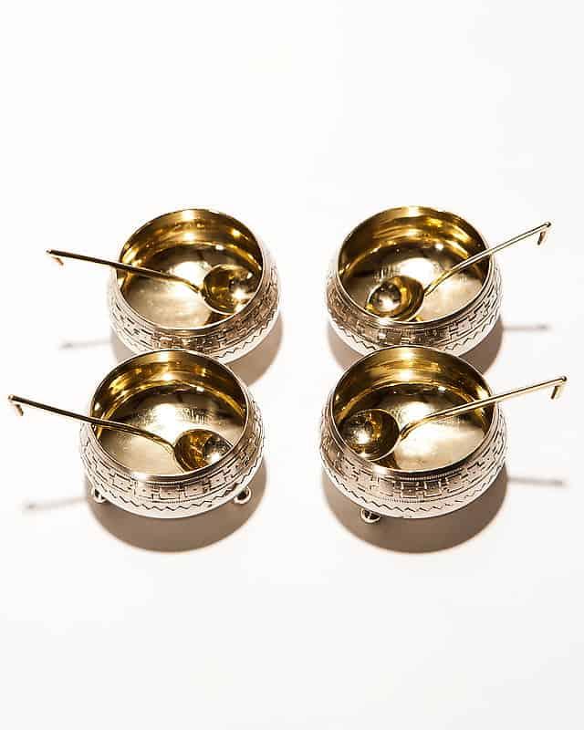 Серебряный набор из 4-х солонок с ложками