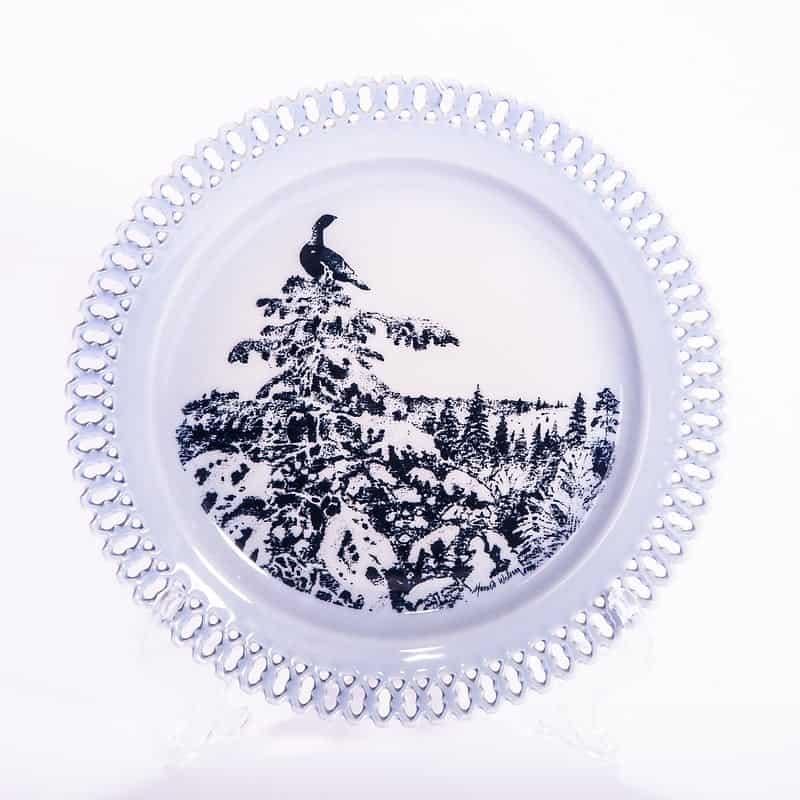 Фарфоровая тарелка из серии «Животные в рассвете. Птица на кроне дерева»