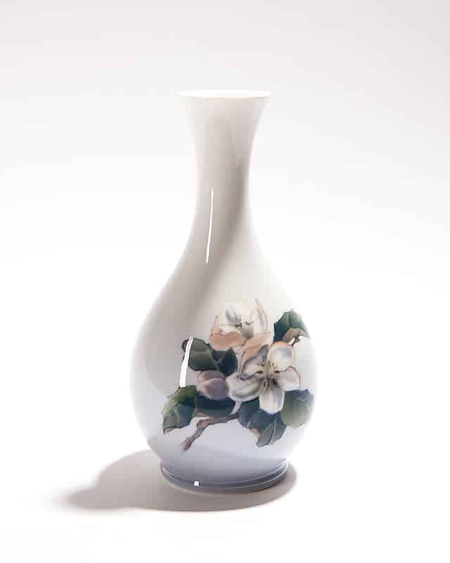 Фарфоровая ваза «Яблоня вцвету»