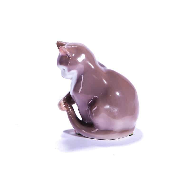 «Котёнок, играющий с хвостом»