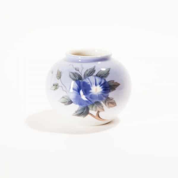Фарфоровая вазочка «Вьюнок с синими цветами»