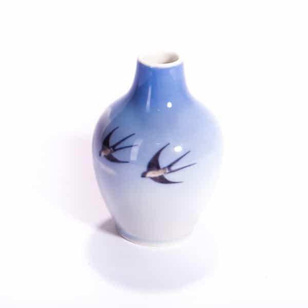 Фарфоровая ваза «Ласточки»
