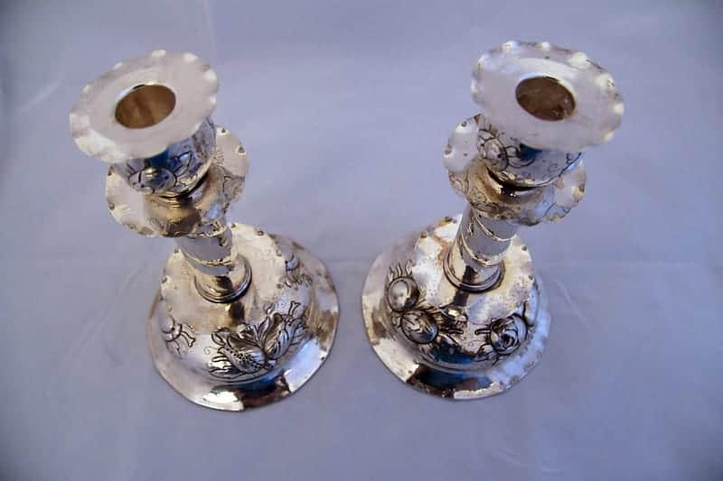 Парные серебряные подсвечники с розами