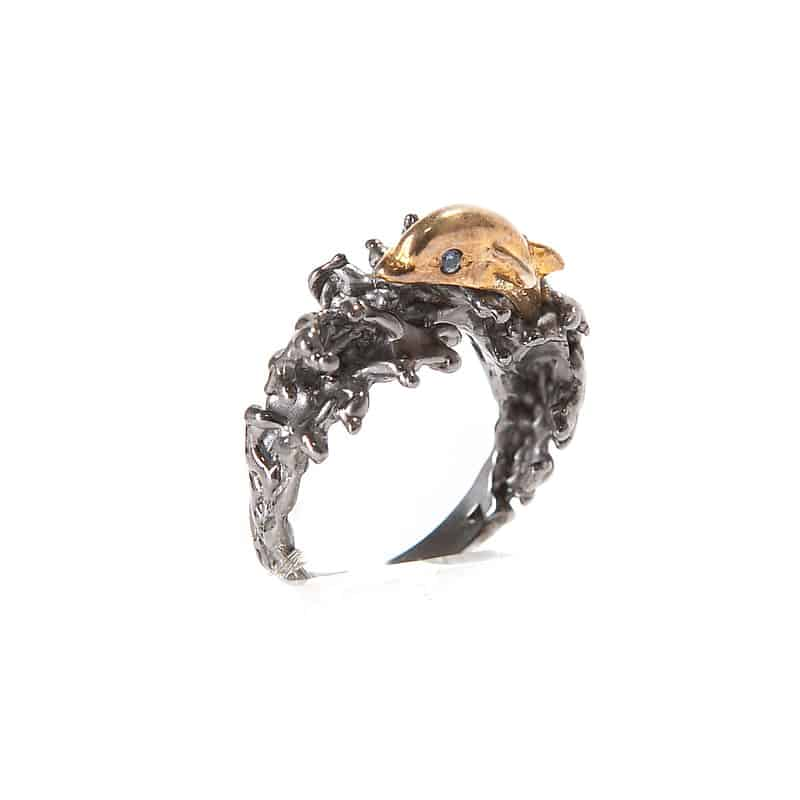Серебряное кольцо «Дельфин» с чернением и позолотой