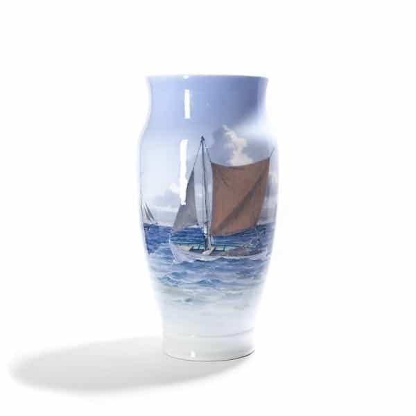 Фарфоровая ваза «Лодка под парусом»