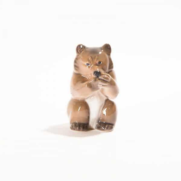 Фарфоровая статуэтка «Мишка сосёт лапы»