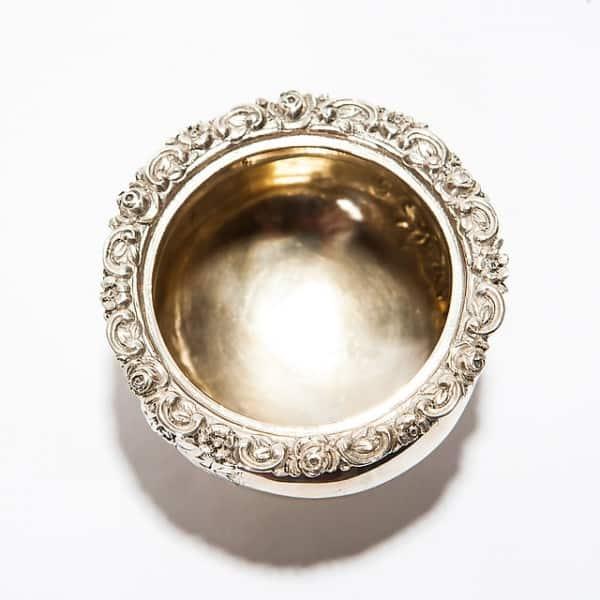 Серебряная солонка
