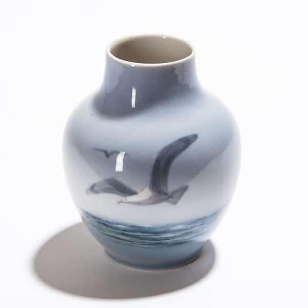 Фарфоровая ваза с чайкой