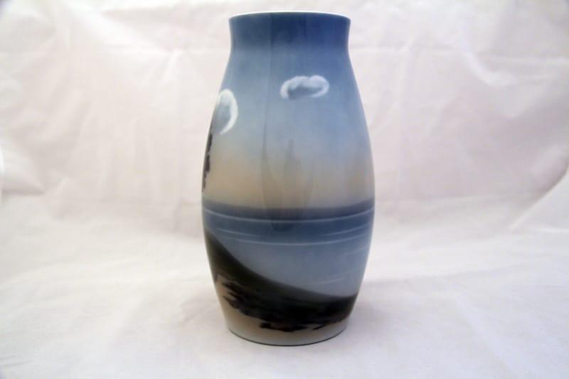 Фарфоровая ваза с пейзажем