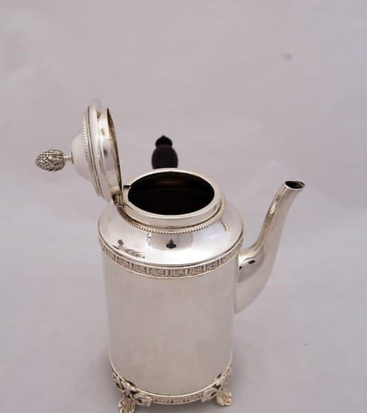 Кофейник серебряный со съёмной чёрной ручкой
