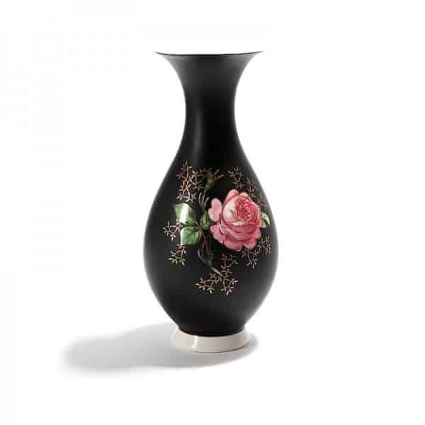 Фарфоровая чёрная ваза с розой