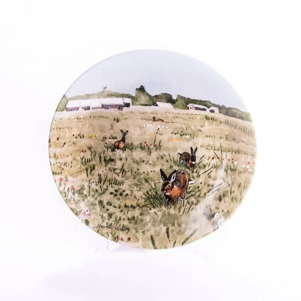 Фарфоровая тарелка «Заяц на весеннем лугу»