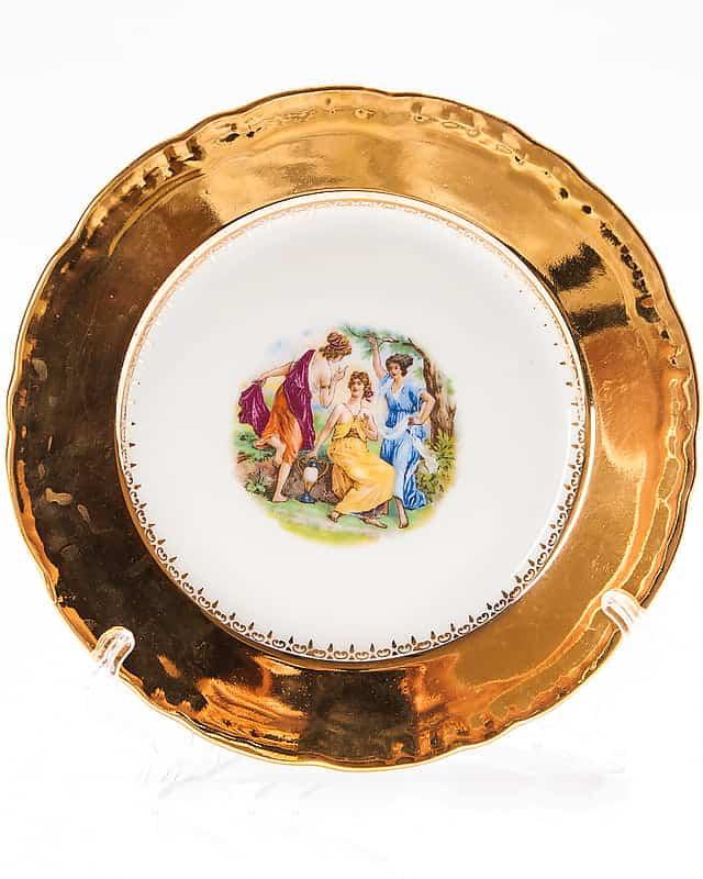 Фарфоровая тарелка «Три подруги»