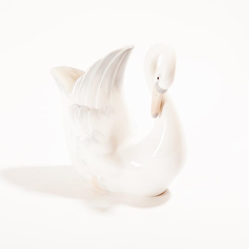 Фарфоровая ваза «Лебедь»