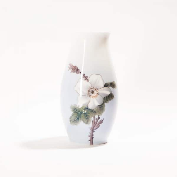 Фарфоровая ваза «Белый цветок»