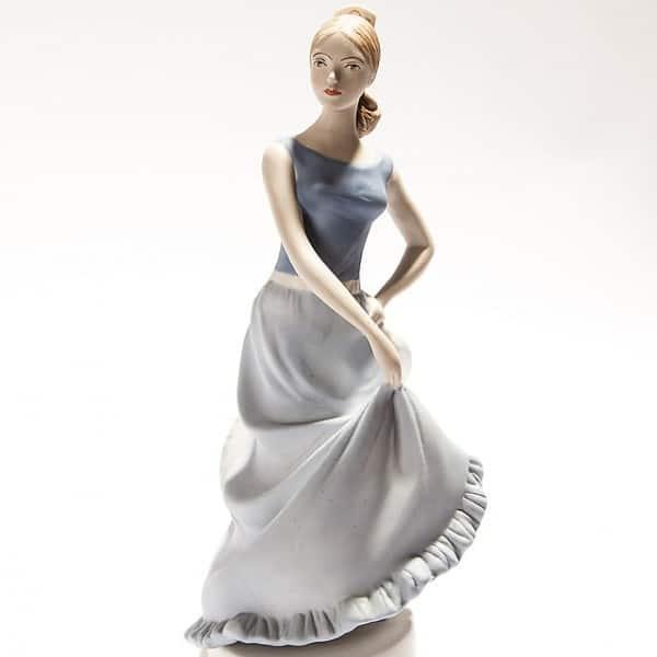Фарфоровая статуэтка «Танцующая девушка»