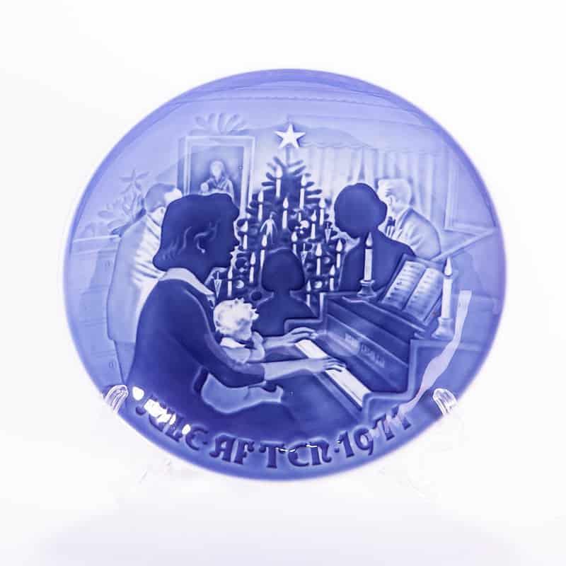 Фарфоровая тарелка «Рождественский вечер»