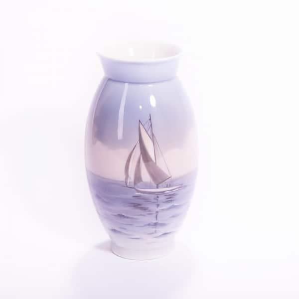 Фарфоровая ваза «Парусник»
