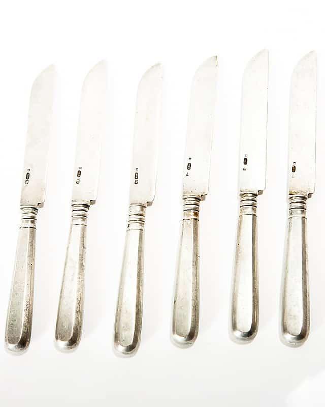 Набор серебряных ножей
