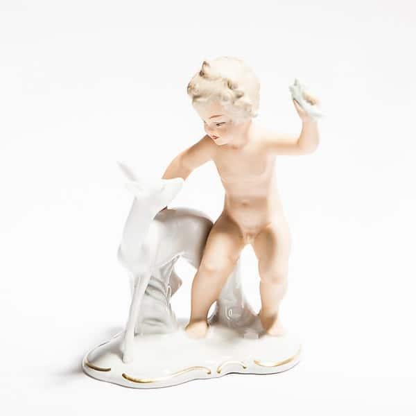 Фарфоровая статуэтка «Путти солененком»