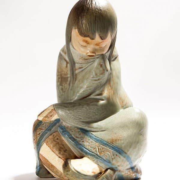 Фарфоровая статуэтка «Спящая эскимоска»