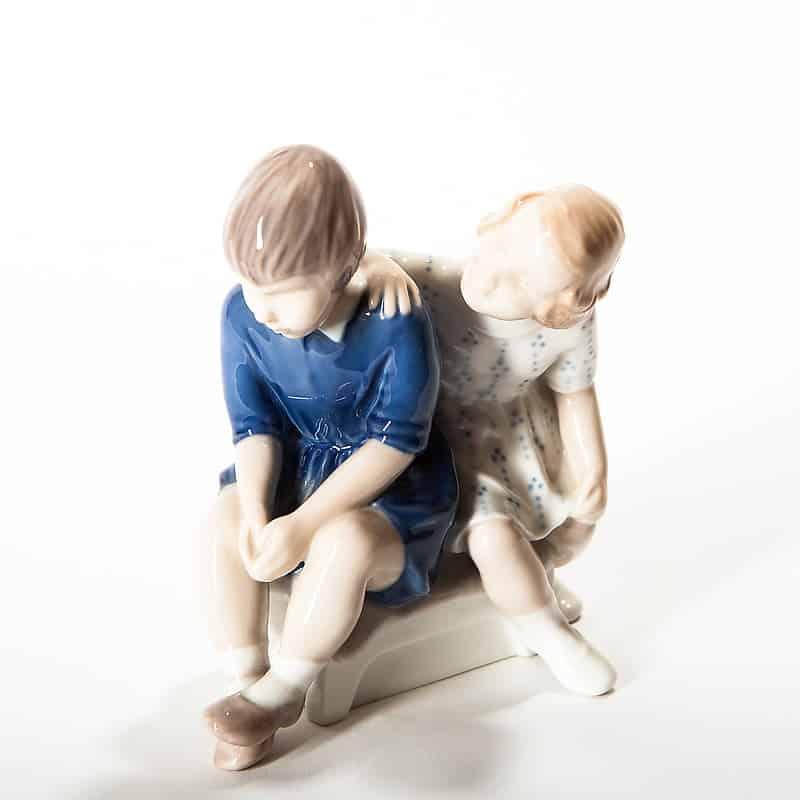 Фарфоровая статуэтка «Две подруги»
