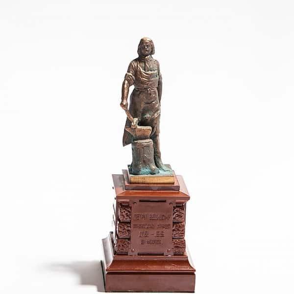 Уменьшенная копия памятника «Императору ПетруI»