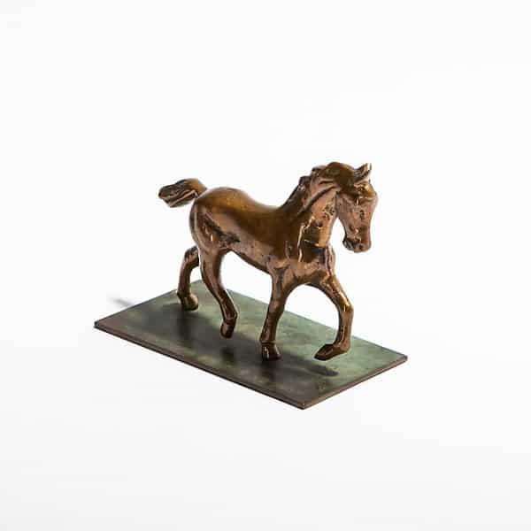 Статуэтка бронзового коня наподставке