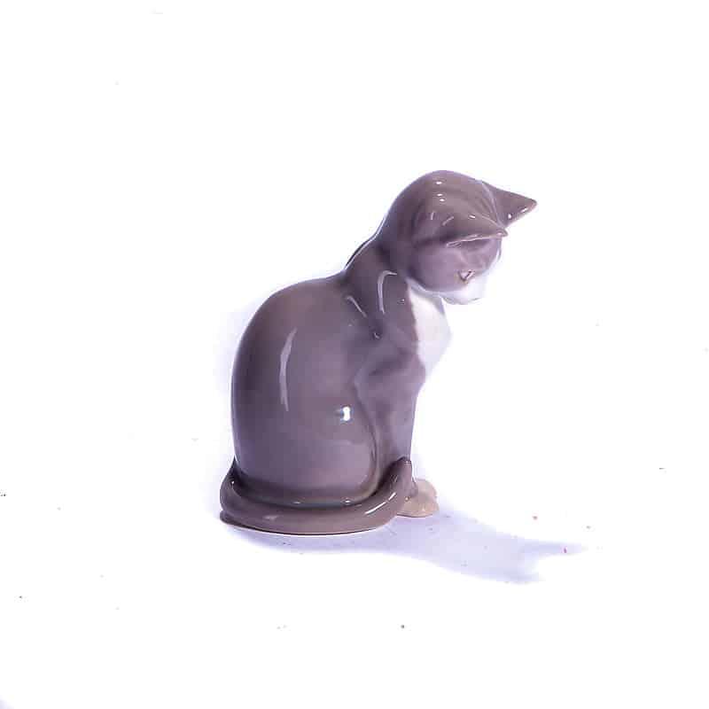 Фарфоровая статуэтка «Кошка»