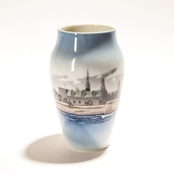 Фарфоровая ваза «Замок у моря»