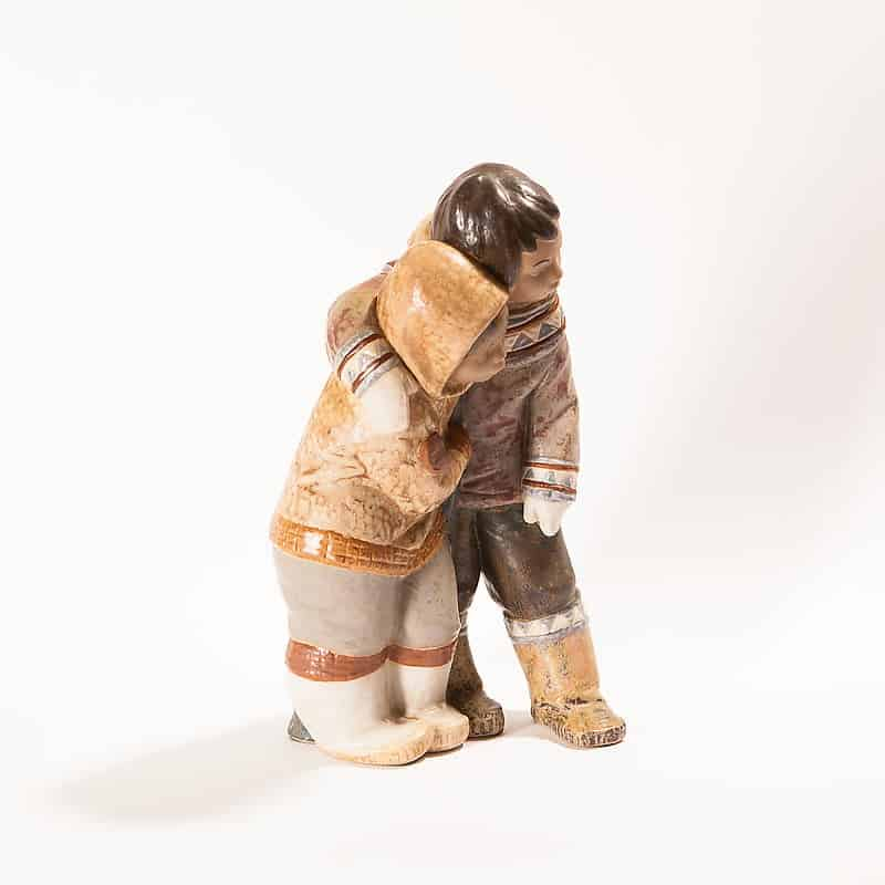 Фарфоровая статуэтка «Эскимосы: девушка и парень»