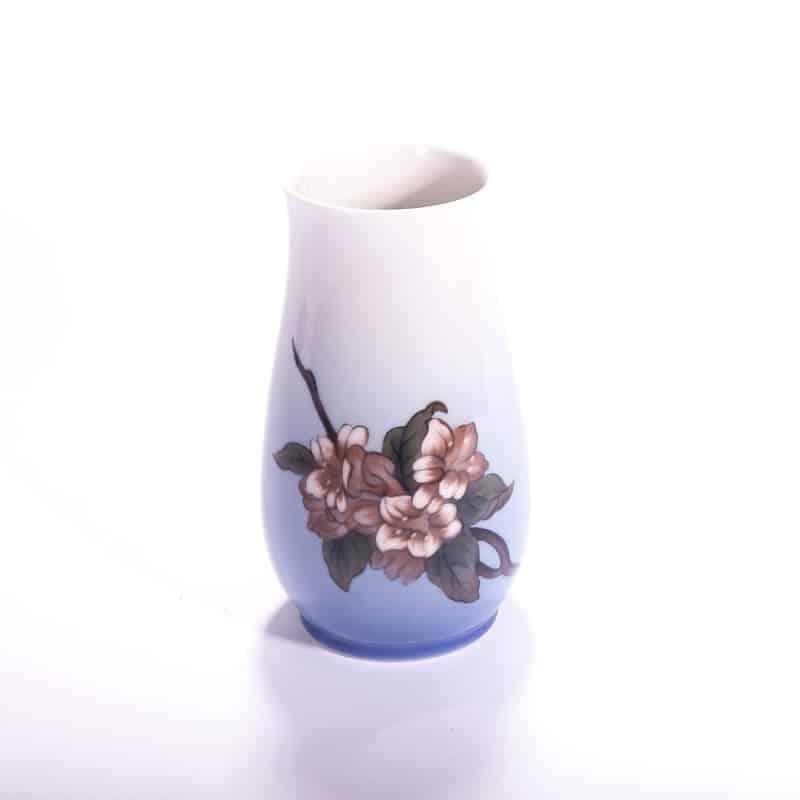 Фарфоровая ваза с цветами «Юная весна»