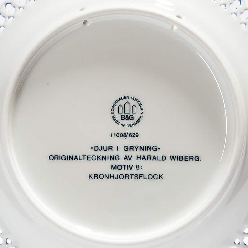 Фарфоровая тарелка из серии «Животные в рассвете. Стадо оленей»