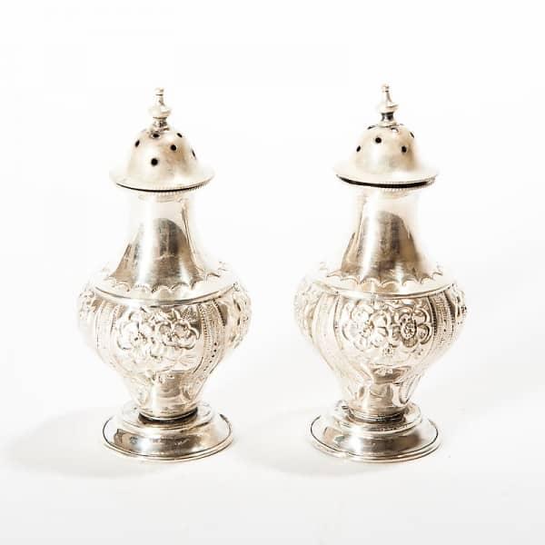 Серебряные солонка и перечница