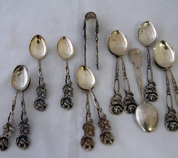 Антикварный набор из чайных ложек с щипчиками для сахара «Роза»
