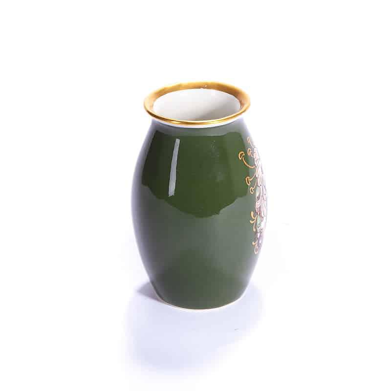 Фарфоровая зелёная ваза с цветочным узором