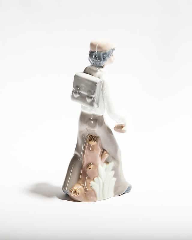 Фарфоровая статуэтка «Юноша с ранцем»