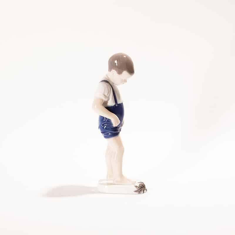 Фарфоровая статуэтка «Мальчик на берегу моря»