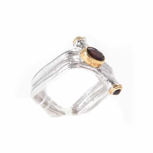 Серебряное кольцо с гранатами