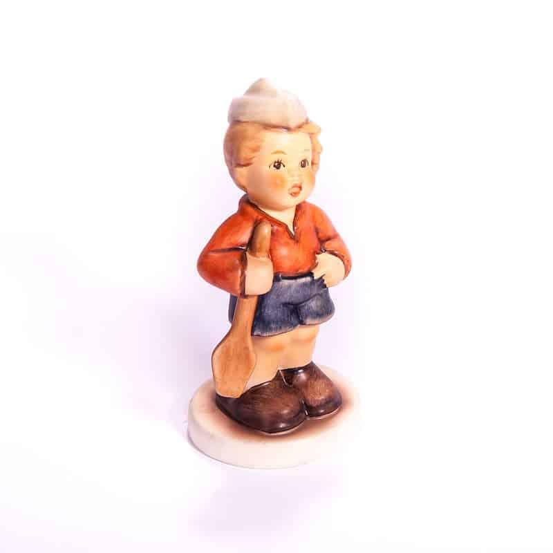 Фарфоровая статуэтка «Мальчик с лопаткой»