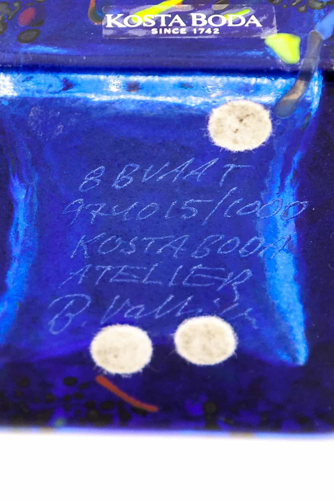 vaza s abstraktnym uzorom