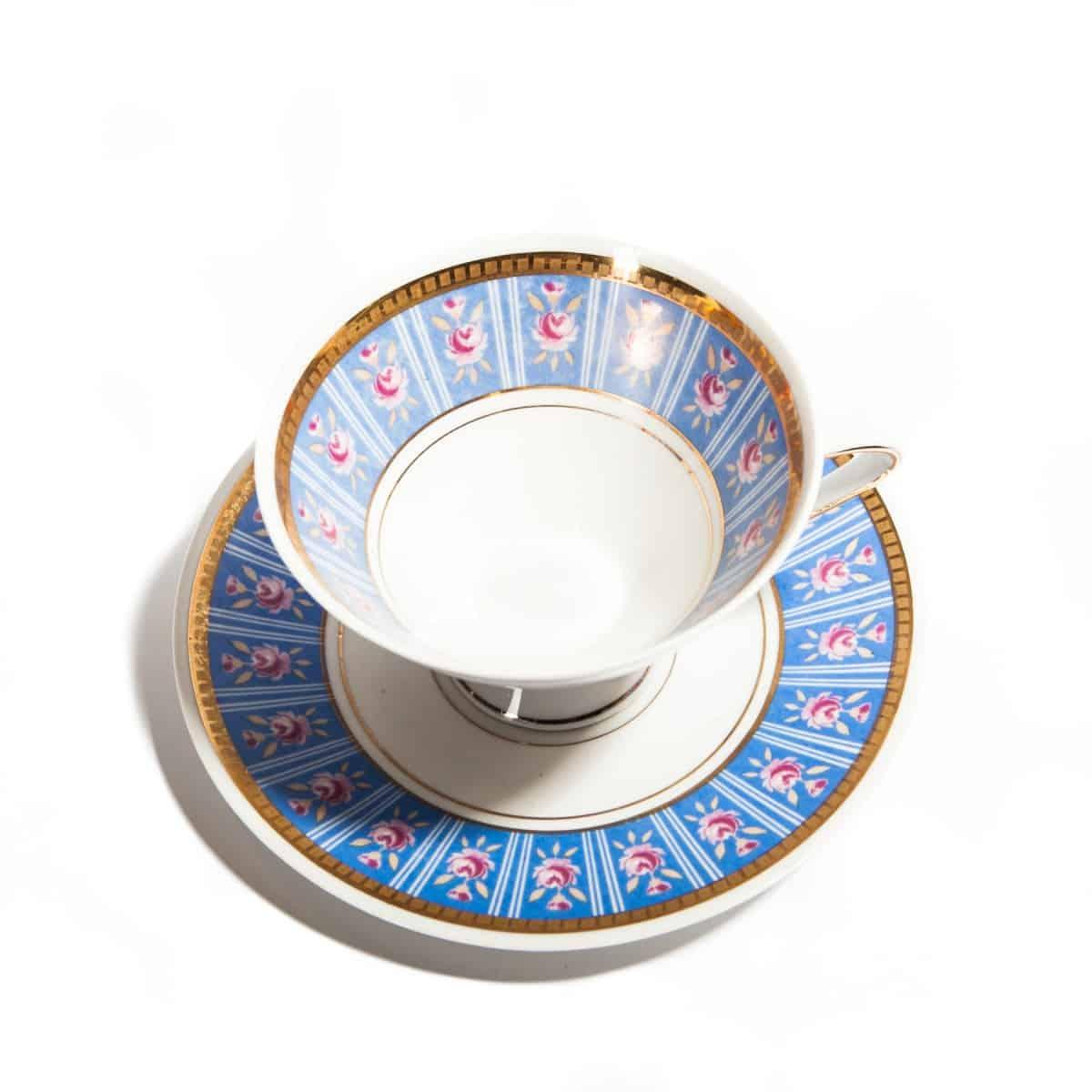 Чайная пара с синими полосками и розовыми цветами