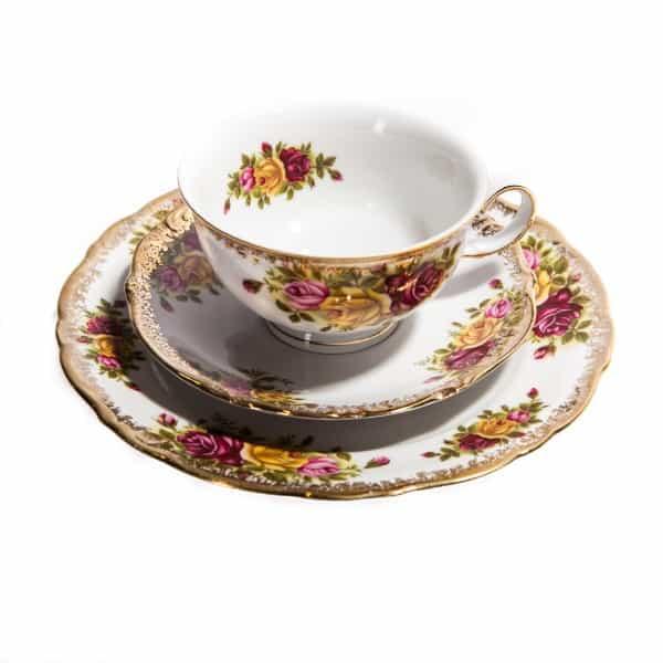 Чайная тройка с тремя розами
