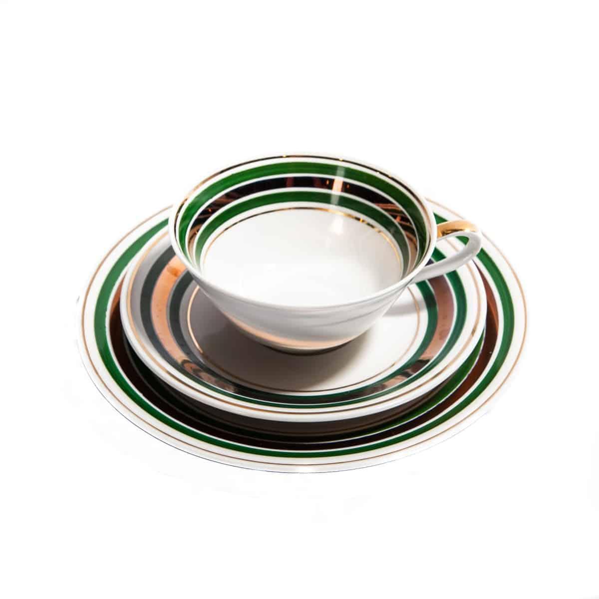 Чашка и два блюдца с зелеными и золотыми полосками
