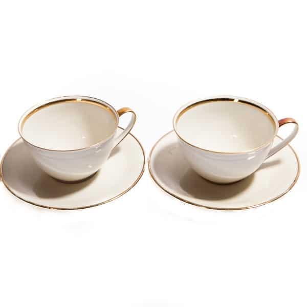 Две чашки и два блюдца