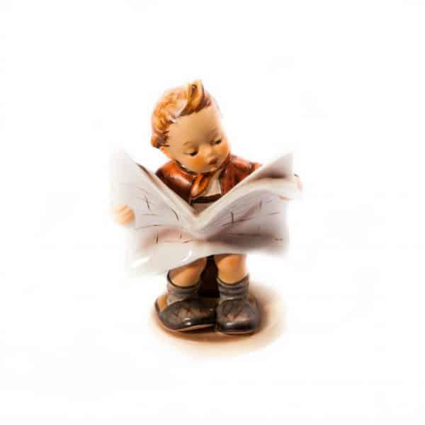 Мальчик с газетой