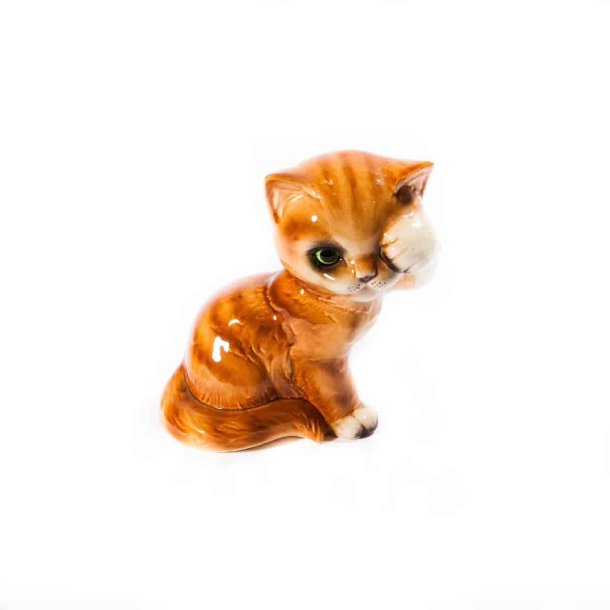 """Фарфоровая статуэтка """"Котёнок умывается"""""""